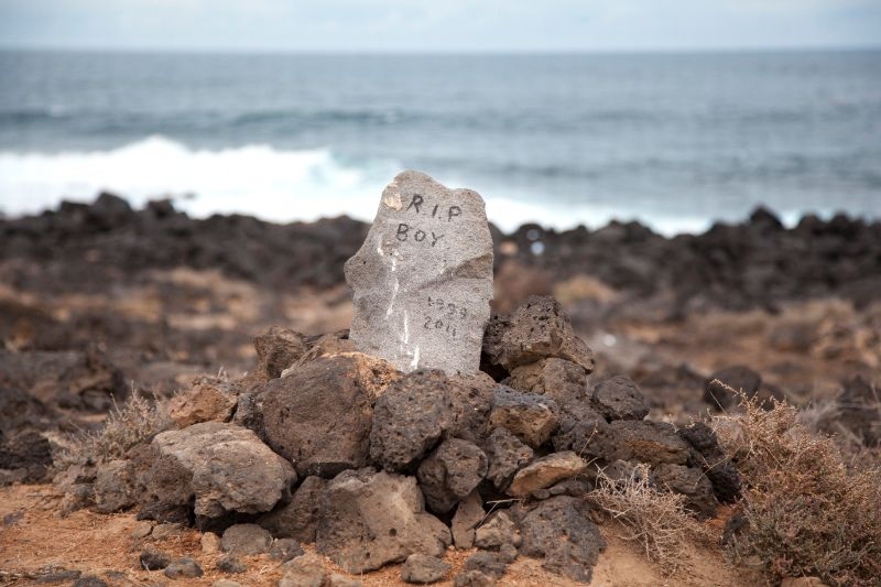 A grave marker by the coast